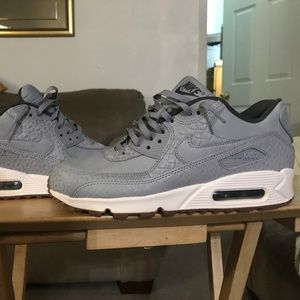 NIKE airmax 90 ( COMPLETELY NEW )